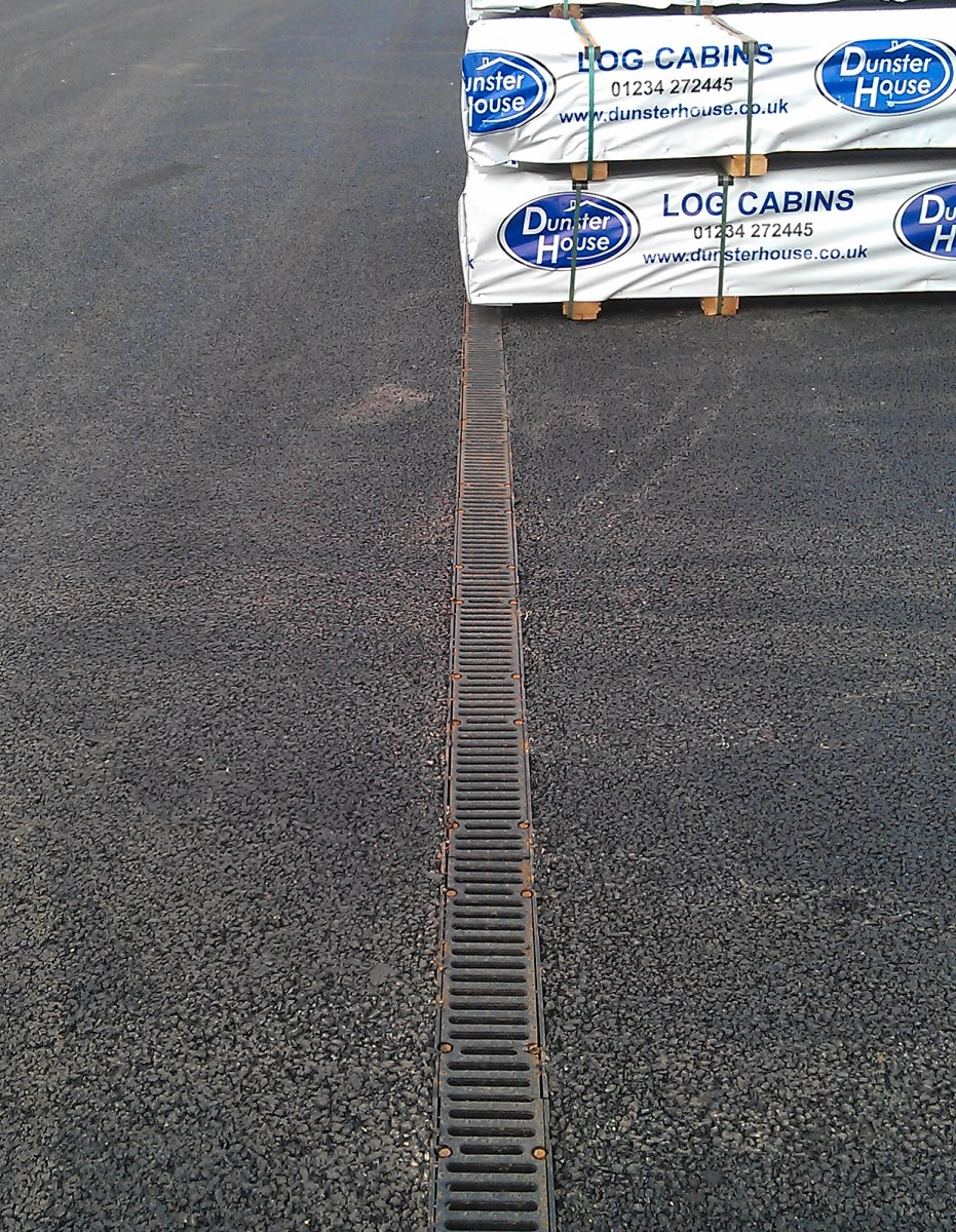 "FILCOTEN pro G NW100 (4"") with cl. F900 Ductile iron slotted grating"